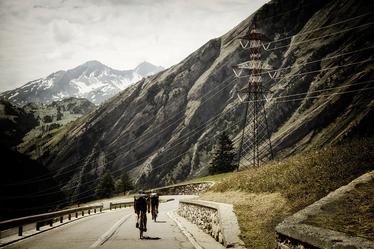 Mont blanc sportive pictures cyclist for Carrelage mont blanc sallanches