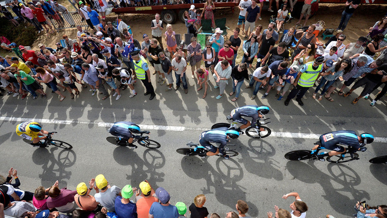 Daryl Impey in yellow as the leader crashes at Criterium du Dauphine