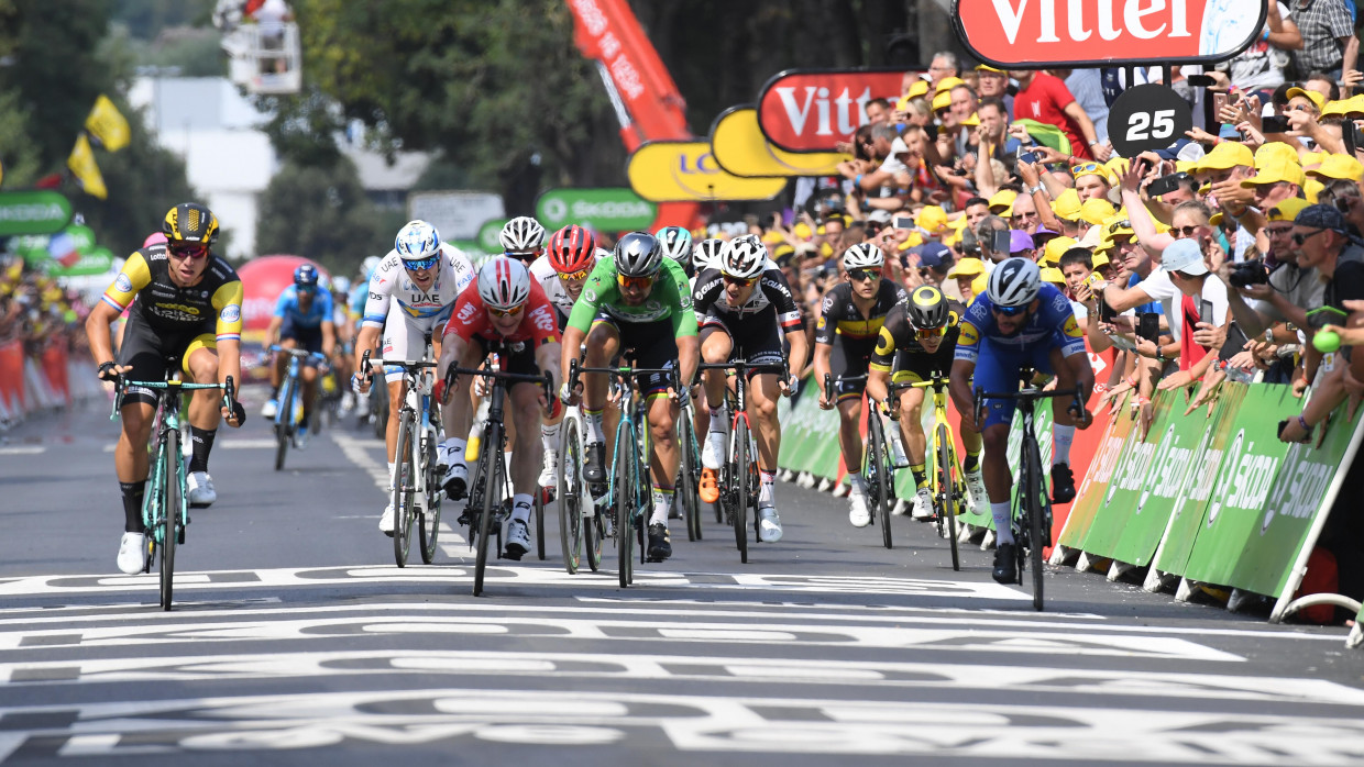 Thomas sprints into Tour de France lead, Martin sixth in Stage 11
