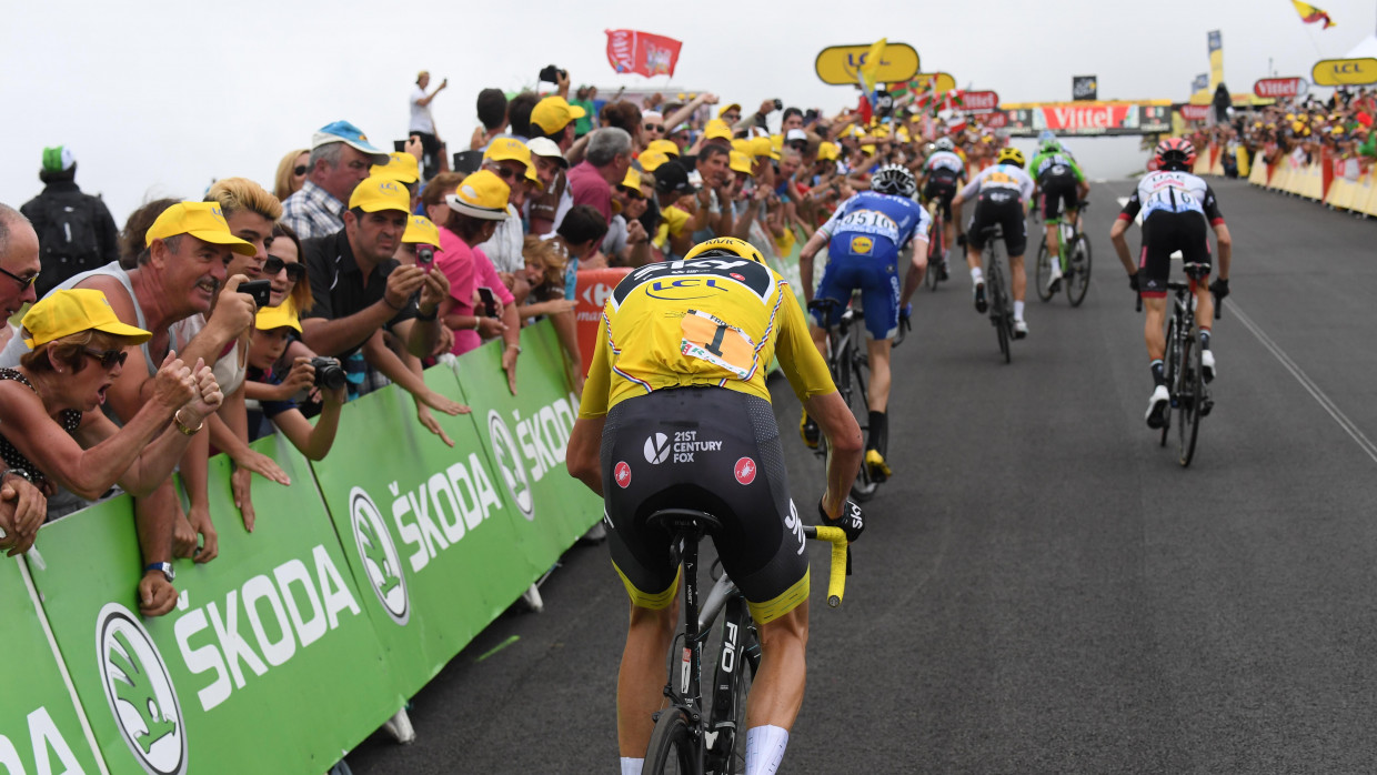 Team Sky and Chris Froome booed at TdF team presentation